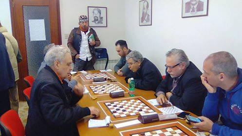 Un'immagine del torneo di dama